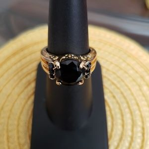 VINTAGE ☆ Gold & Onyx Cocktail Ring, 7, PRETTY!